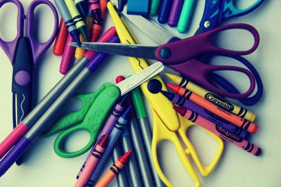 Scheren und Stifte