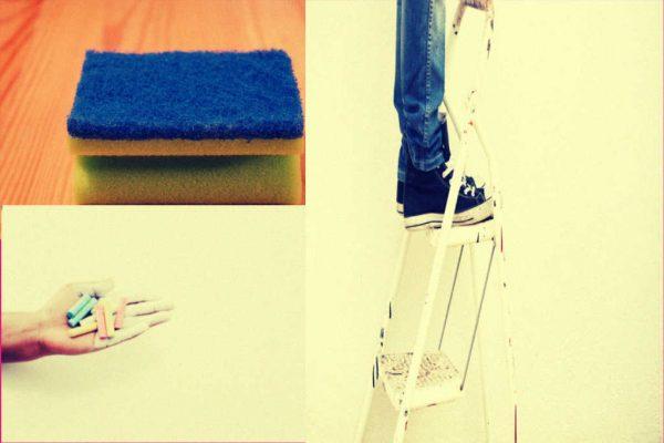 Eine Leiter, Kreide und ein Schwamm